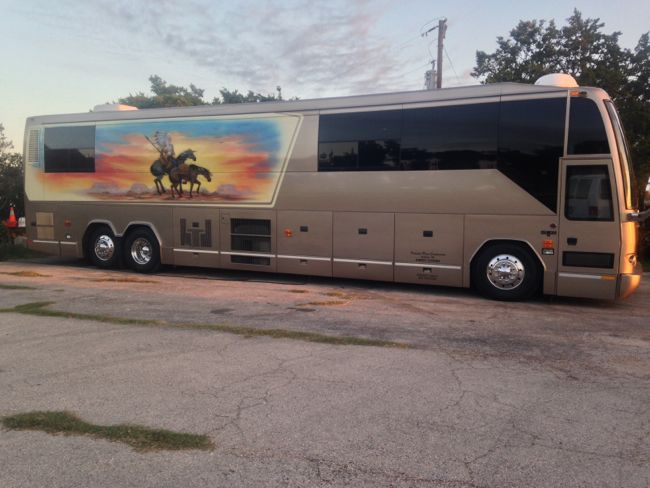 willie-nelson-tour-bus_christina-grozik